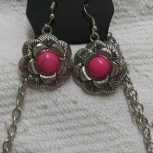 paparazzi Jewelry - Matching earings and necklace.